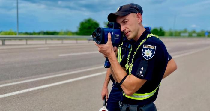 На дорогах Рівненщини несуть службу додаткові екіпажі поліції
